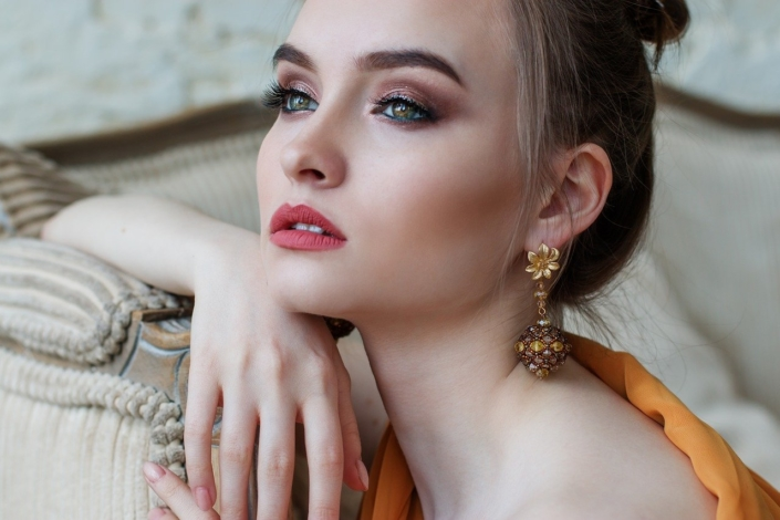 Goldschmiede-Arbeiten, hier: Ohrring-Einzelstücke